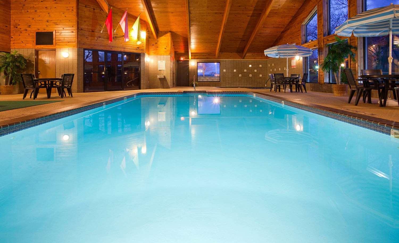Pool - AmericInn Lodge & Suites Osceola