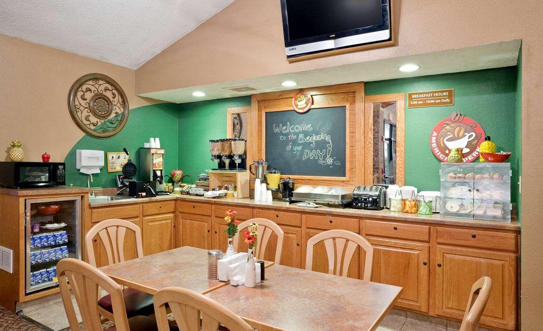 proam - AmericInn Lodge & Suites Osceola