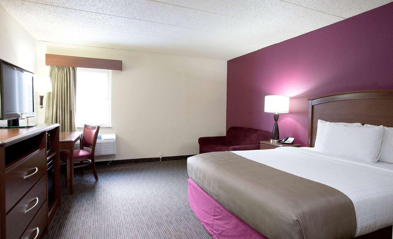 Room - AmericInn Lodge & Suites Osceola