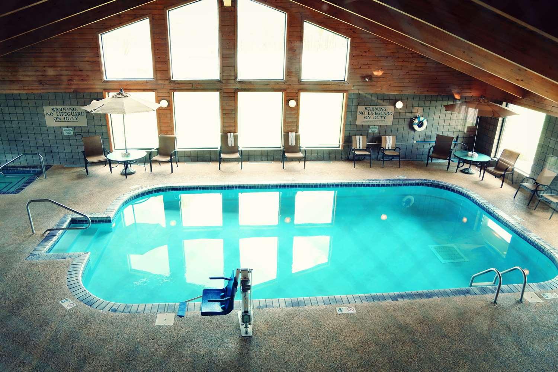Pool - AmericInn Wadena