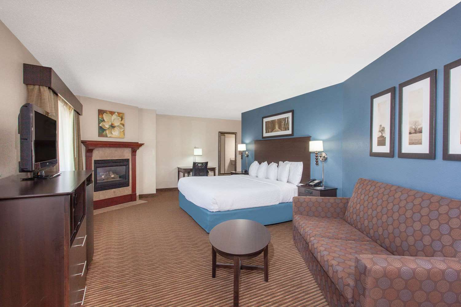 Suite - AmericInn Hotel & Conference Center Mankato