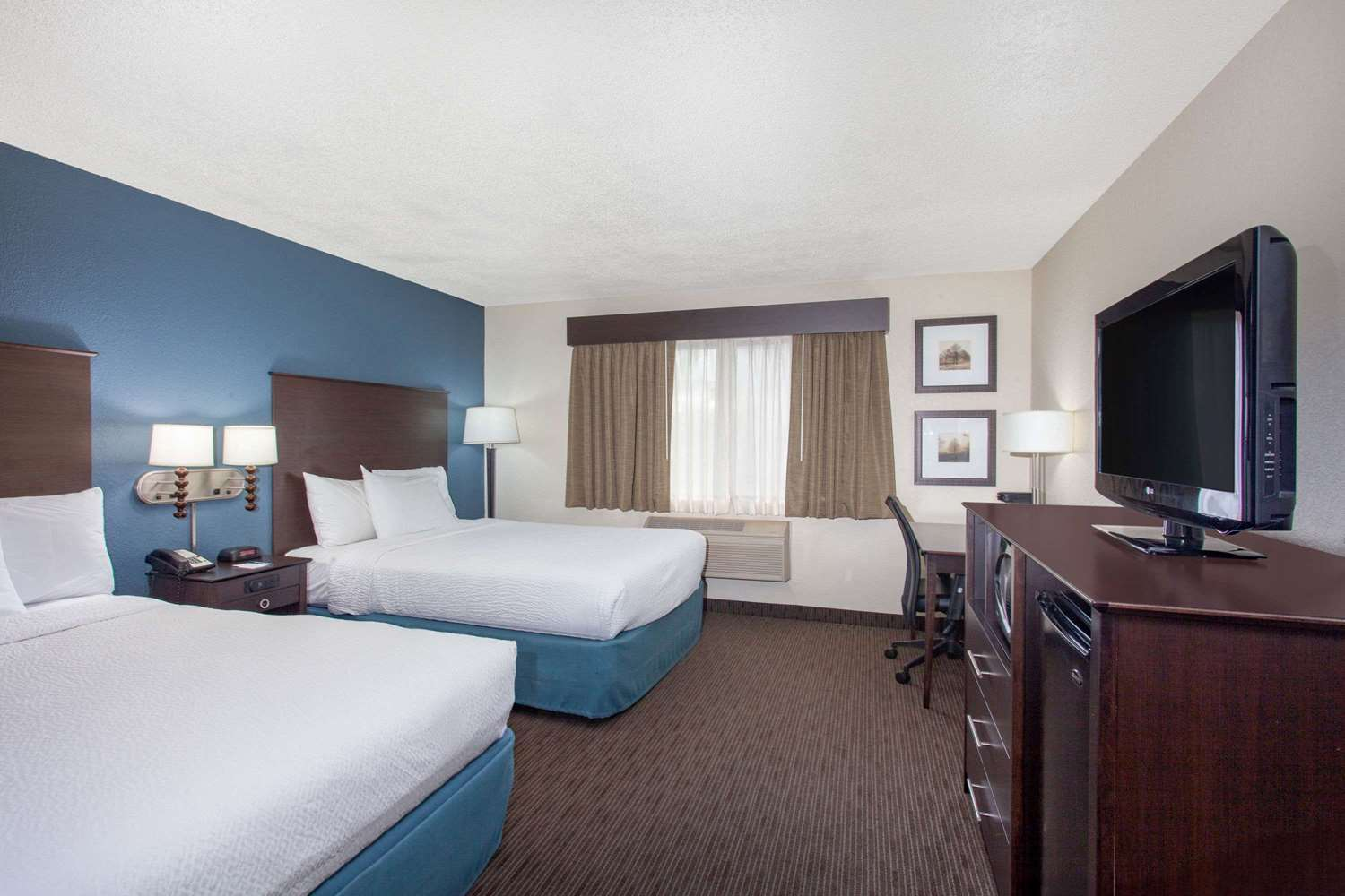 Room - AmericInn Hotel & Conference Center Mankato