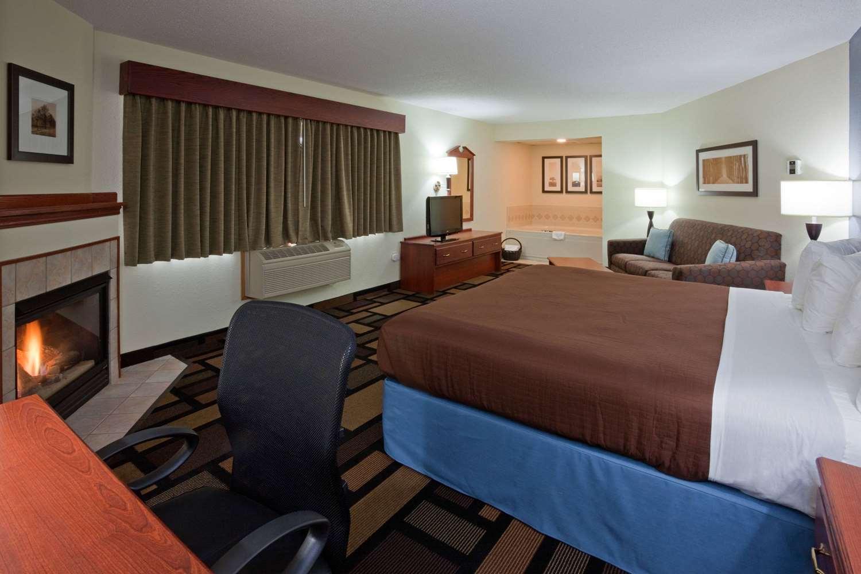 Room - AmericInn Lodge & Suites Austin