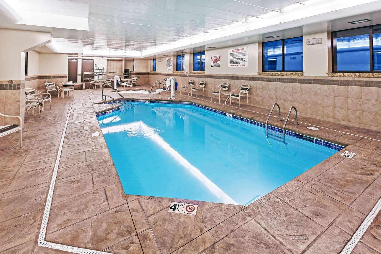 Pool - AmericInn Hotel & Suites Omaha