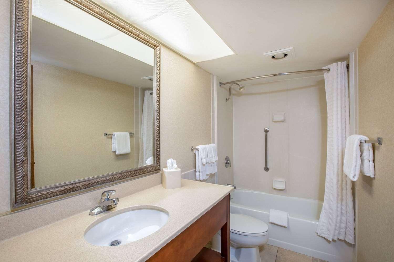 Room - AmericInn Hotel & Suites Omaha