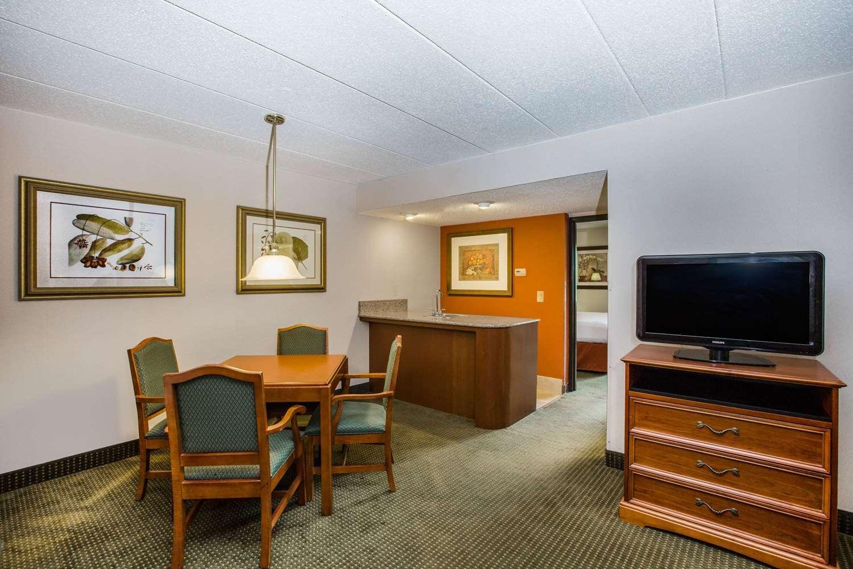 Suite - AmericInn Hotel & Suites Omaha