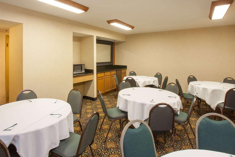AmericInn Hotel & Suites Schaumburg, IL - See Discounts
