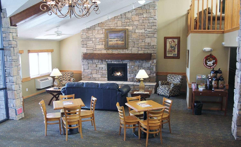 Lobby - AmericInn Lodge & Suites Cedar Rapids