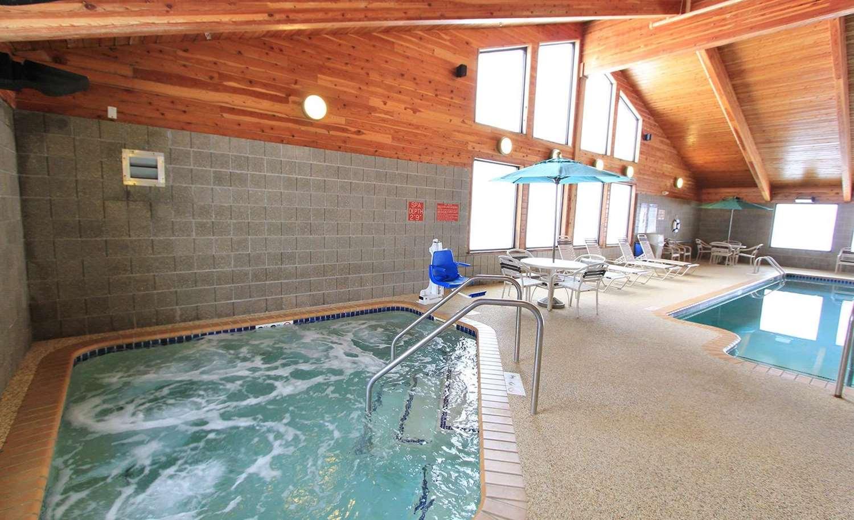 Pool - AmericInn Lodge & Suites Cedar Rapids