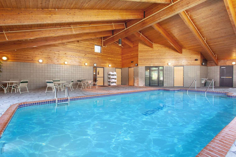 Pool - AmericInn Lodge & Suites North Branch