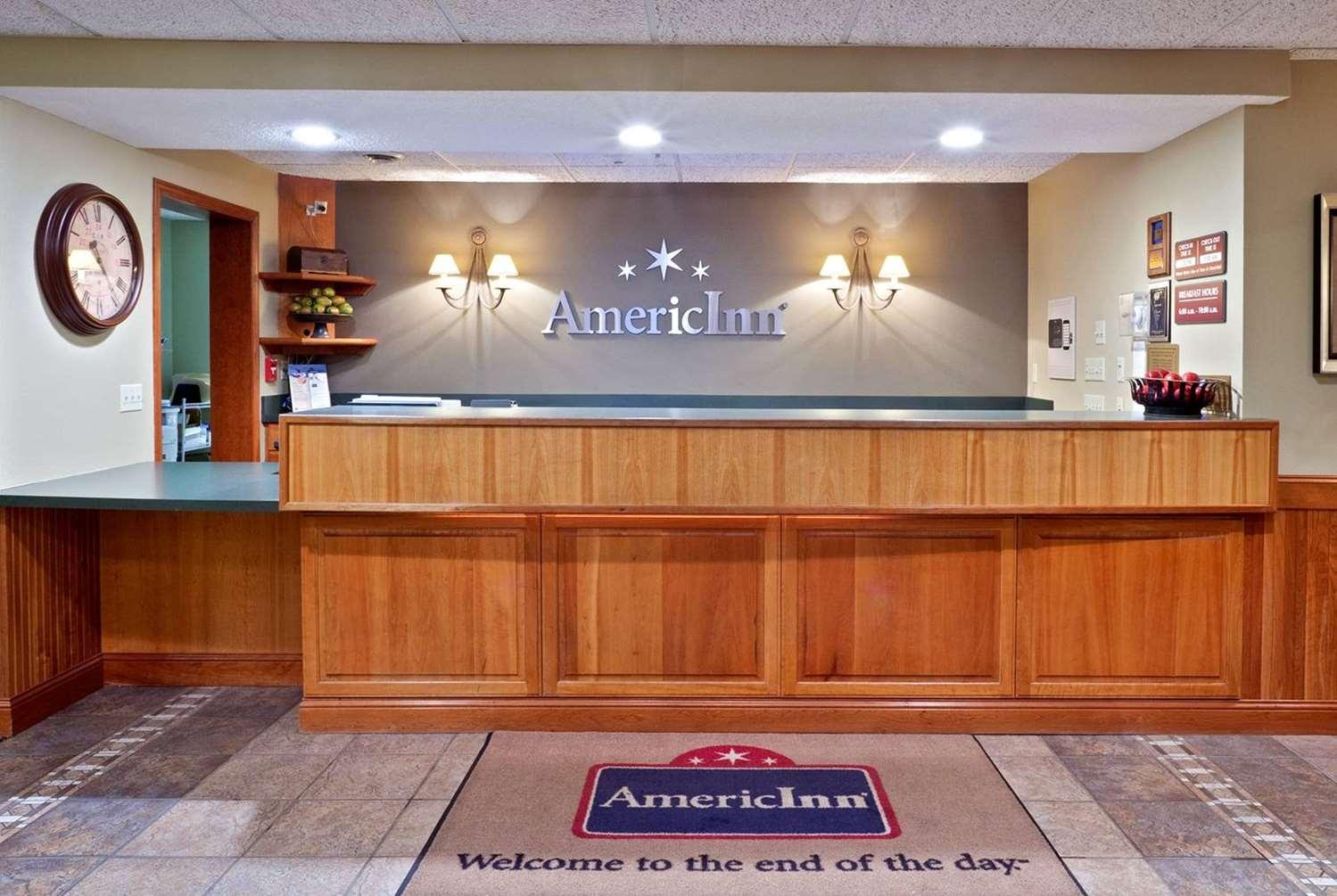 Lobby - AmericInn West Burlington