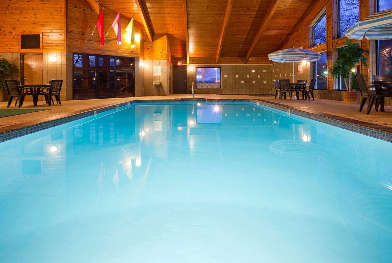 Pool - AmericInn West Burlington