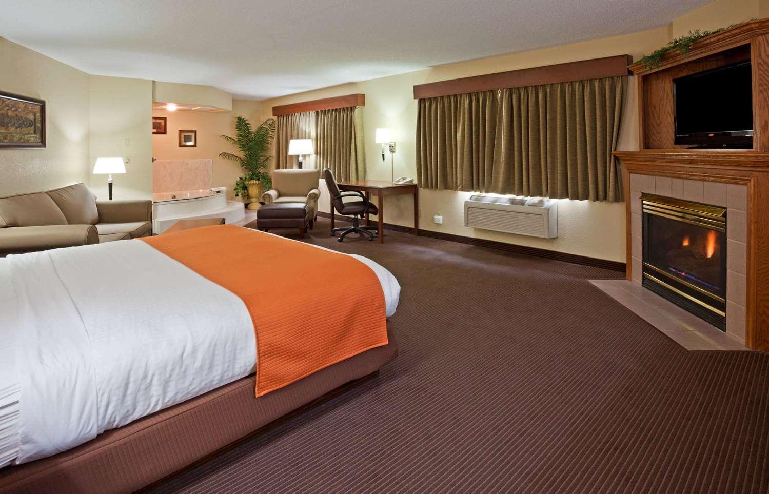Suite - AmericInn Lodge & Suites West Acres Fargo