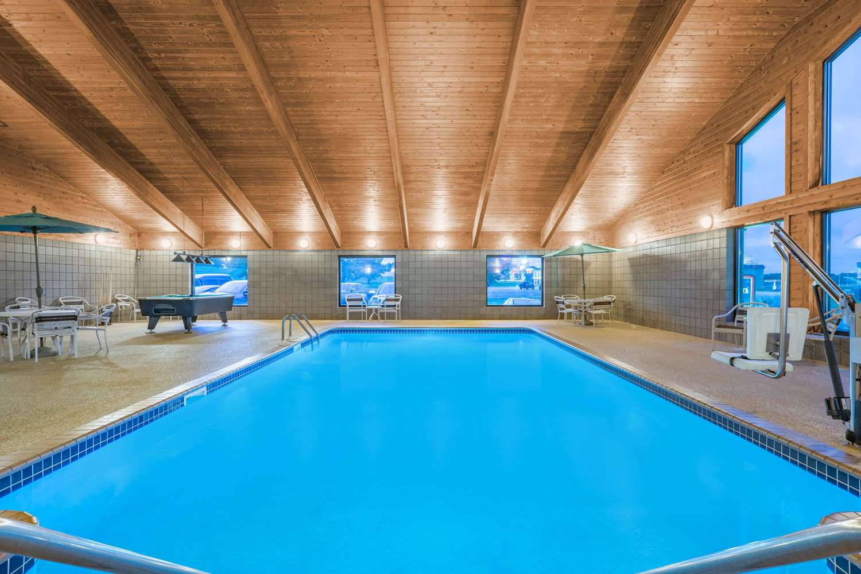 Pool - AmericInn Lodge & Suites Sauk Centre