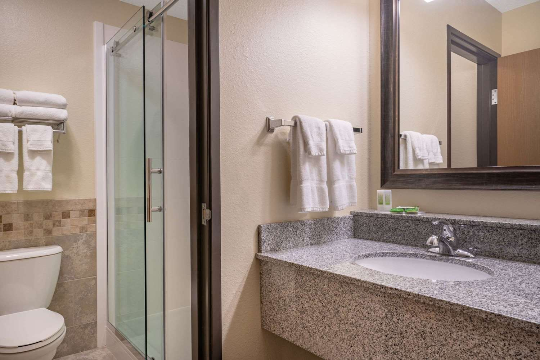Room - AmericInn Lodge & Suites Sauk Centre
