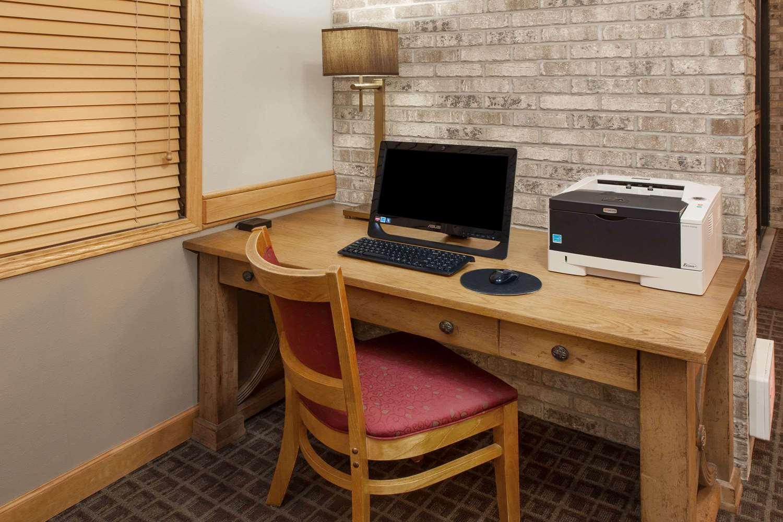 Conference Area - AmericInn Hotel & Suites Iowa Falls