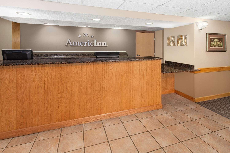 Lobby - AmericInn Hotel & Suites Iowa Falls