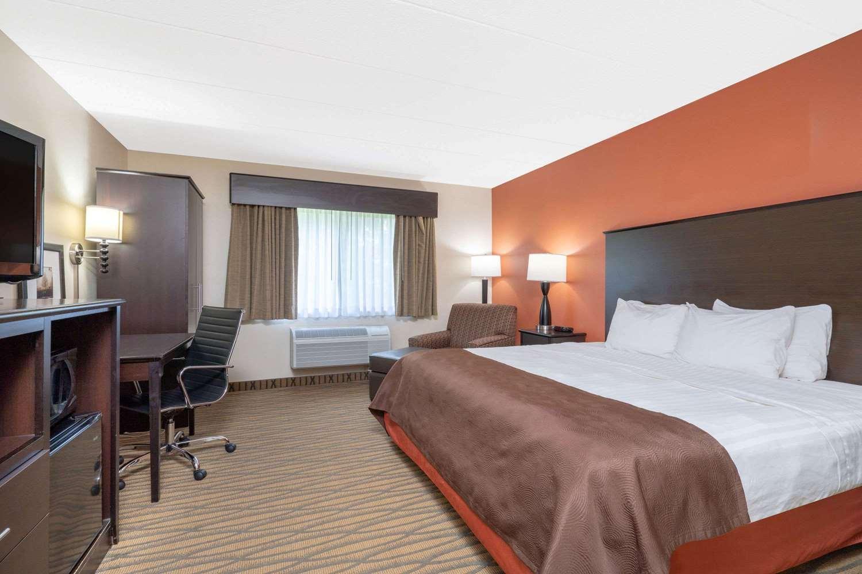 Room - AmericInn Lodge & Suites Rogers