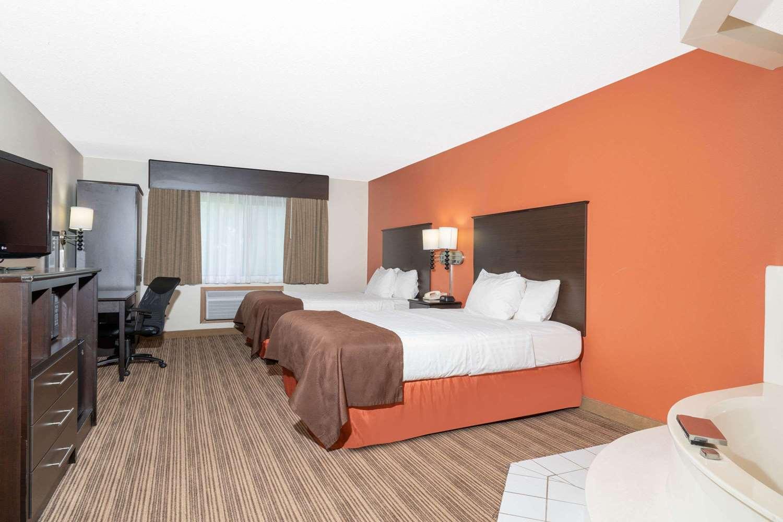 Suite - AmericInn Lodge & Suites Rogers