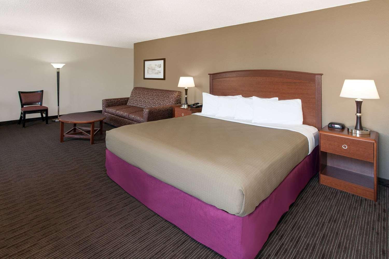 Suite - AmericInn Hotel & Suites Grundy Center