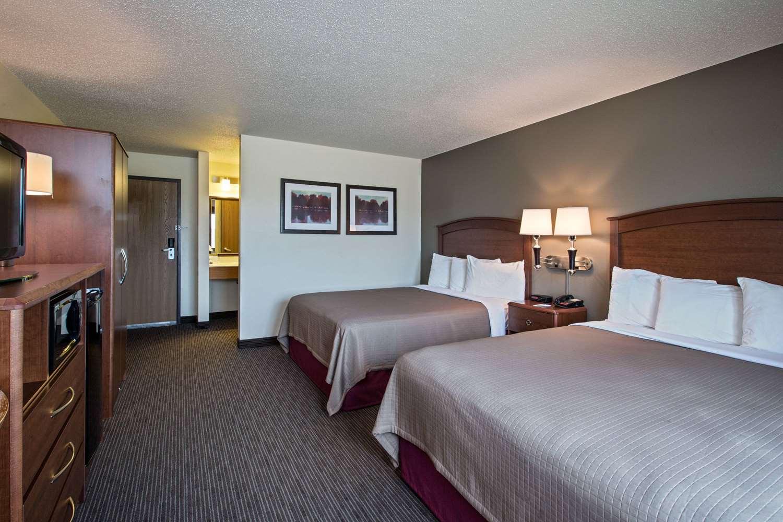 Room - AmericInn Hotel & Suites Grundy Center