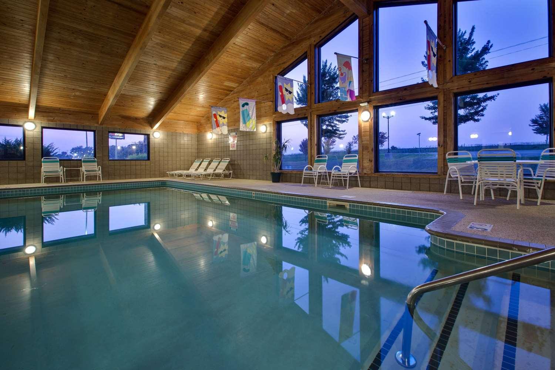 Pool - AmericInn Hotel & Suites Grundy Center