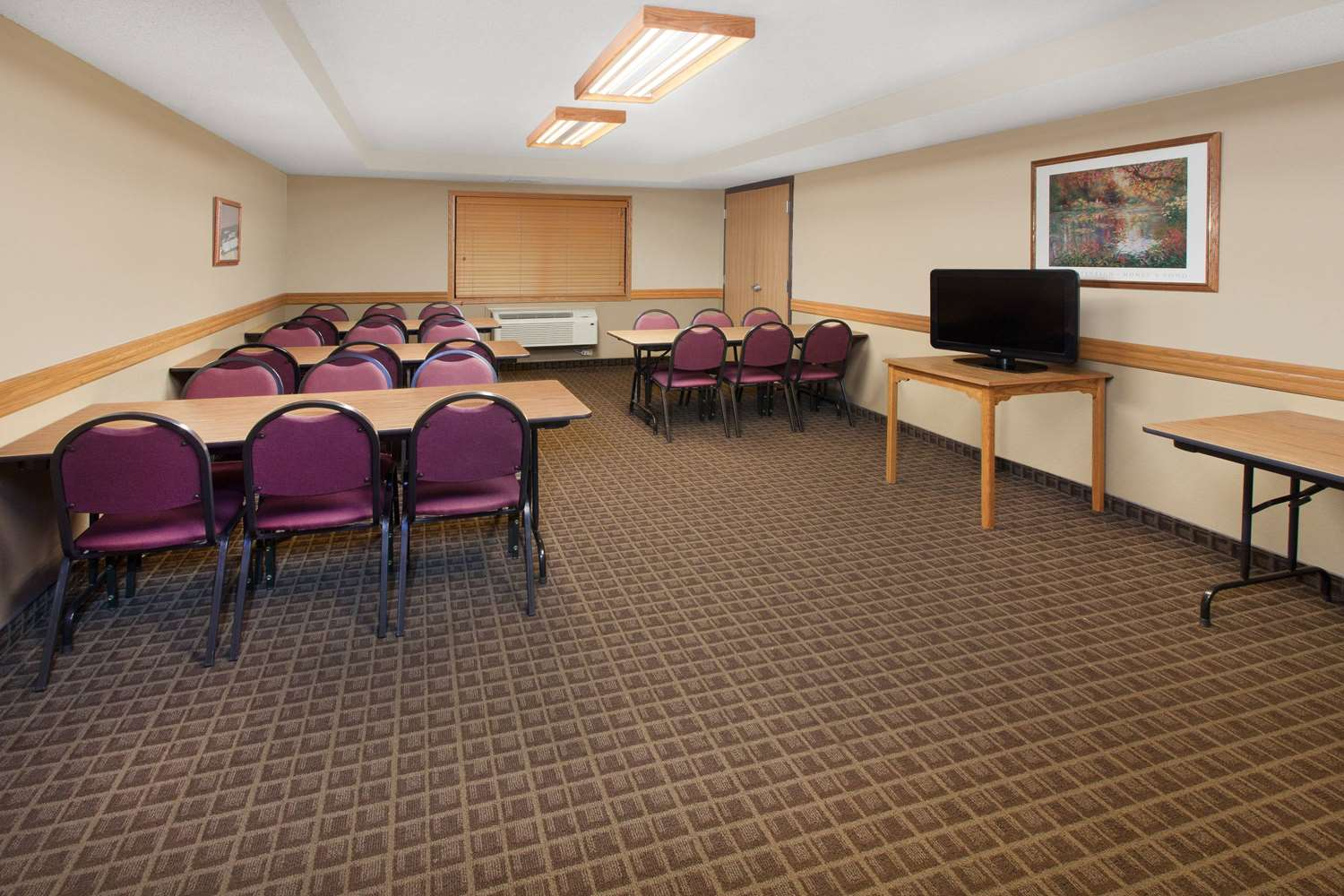 Meeting Facilities - AmericInn Hotel & Suites Grundy Center