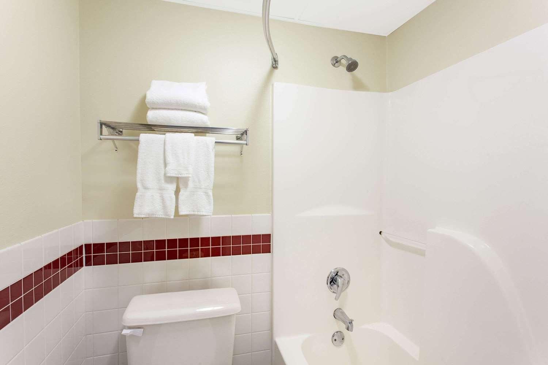 Room - AmericInn Lodge & Suites St Cloud