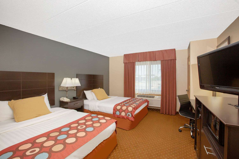 Room - AmericInn Coralville