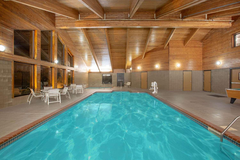 Pool - AmericInn Coralville