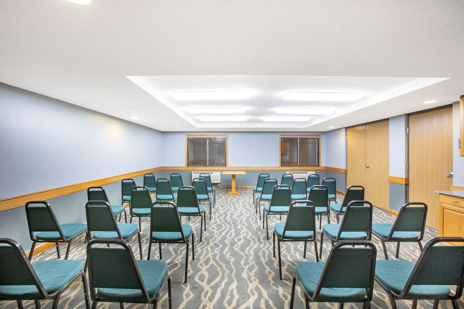 Meeting Facilities - AmericInn Coralville