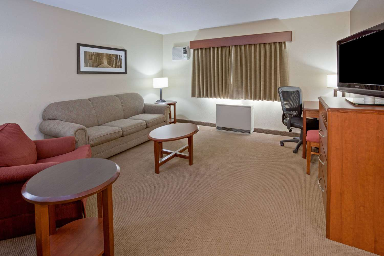 Suite - AmericInn Lodge & Suites Roseau