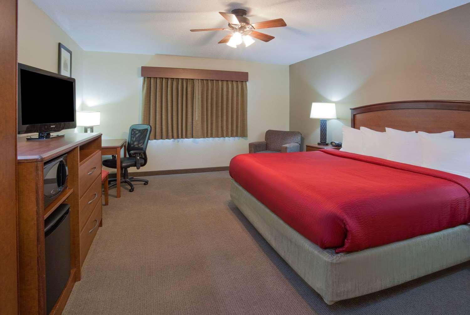 Room - AmericInn Lodge & Suites Roseau