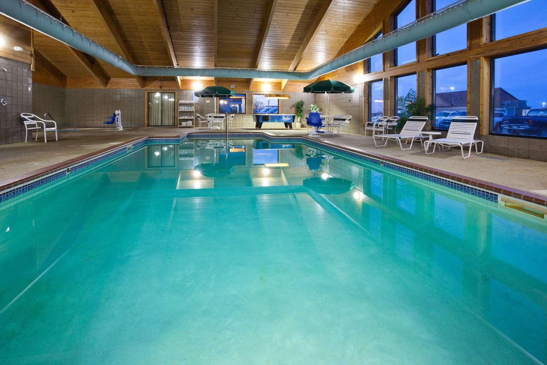 Pool - AmericInn Lodge & Suites Roseau