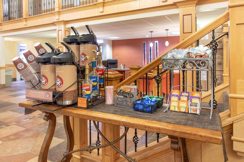 proam - AmericInn Hotel & Suites Sheboygan