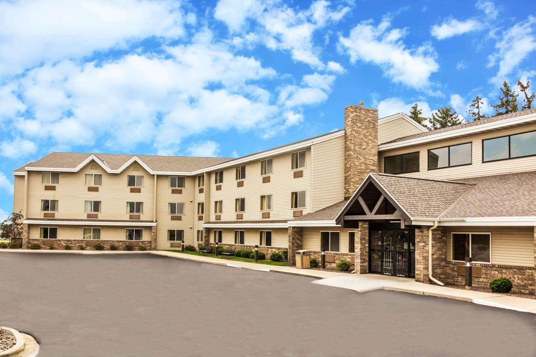 Exterior view - AmericInn Hotel & Suites Sheboygan