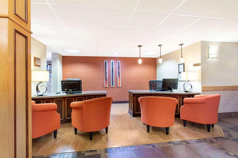 Lobby - AmericInn Hotel & Suites Sheboygan
