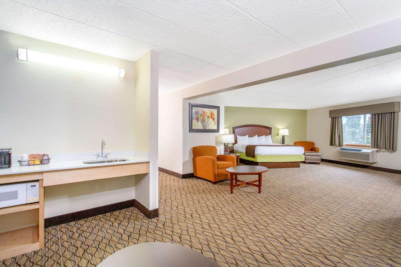 Suite - AmericInn Hotel & Suites Sheboygan