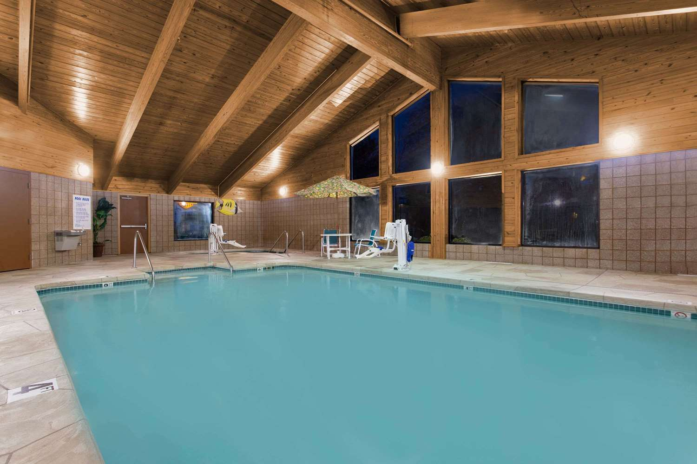 Pool - AmericInn Hotel & Suites Sheboygan