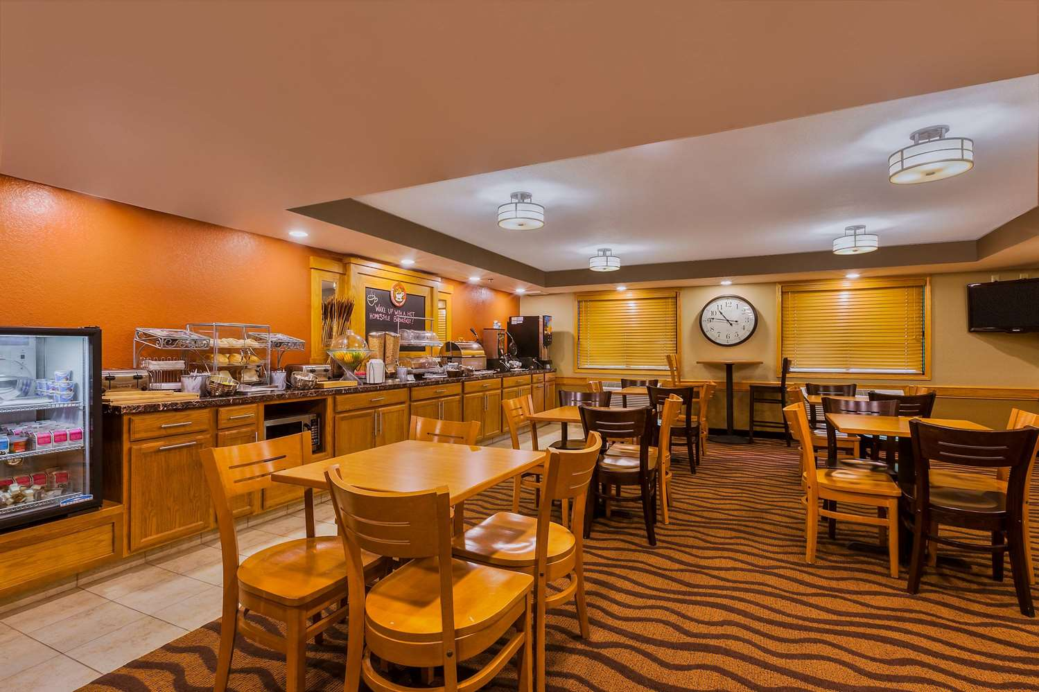 Restaurant - AmericInn Algona