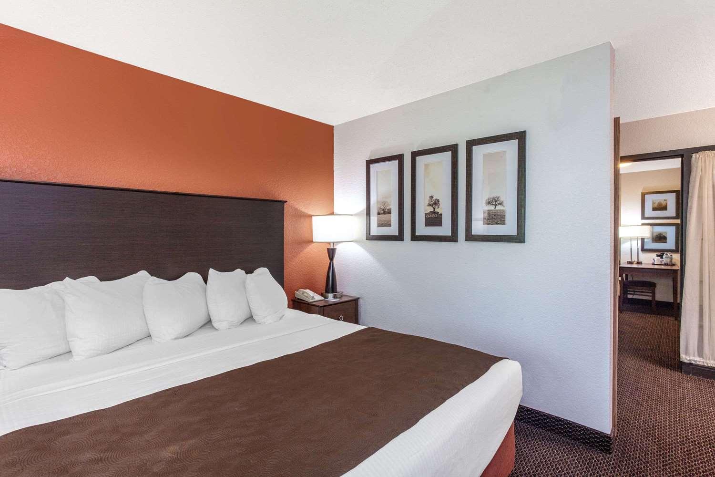 Room - AmericInn Lodge & Suites White Bear Lake