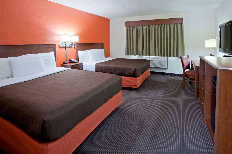 Room - AmericInn Lodge & Suites Monroe