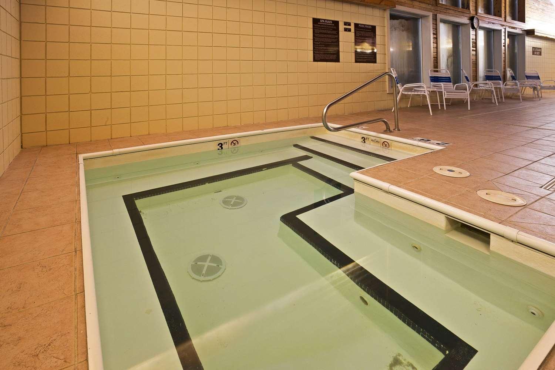 Pool - AmericInn Bay City