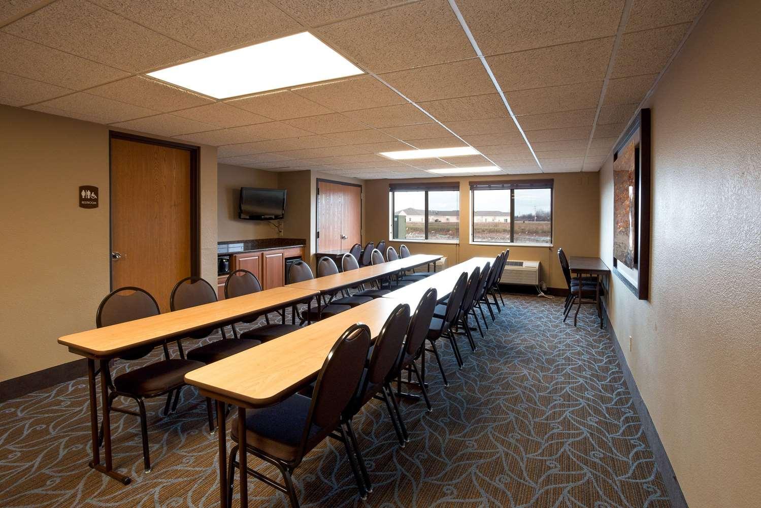 Meeting Facilities - AmericInn Bay City