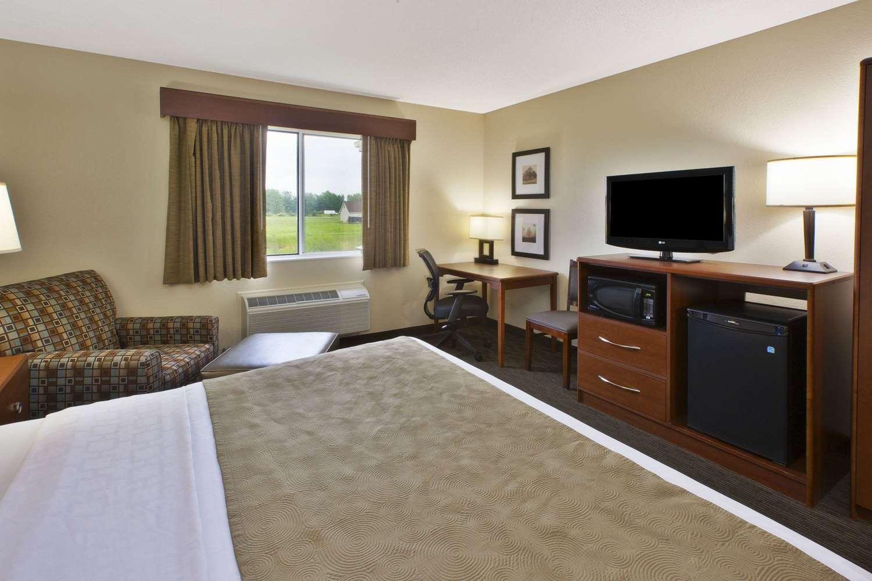 Room - AmericInn Bay City