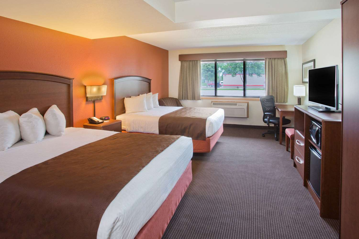 Room - AmericInn Grand Forks