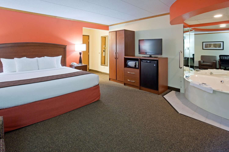 Suite - AmericInn Lodge & Suites Virginia
