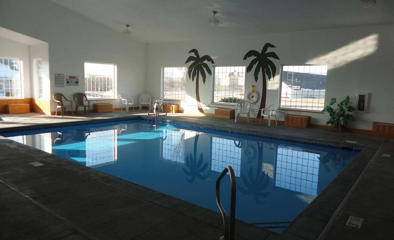 Pool - AmericInn Hotel & Suites Pella
