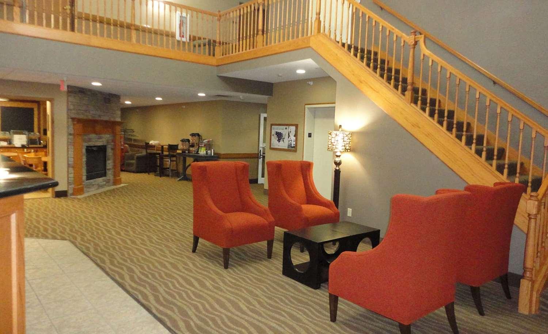 Lobby - AmericInn Hotel & Suites Pella