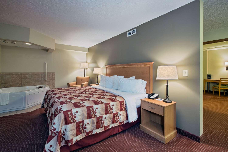 Suite - AmericInn Lodge & Suites Waconia